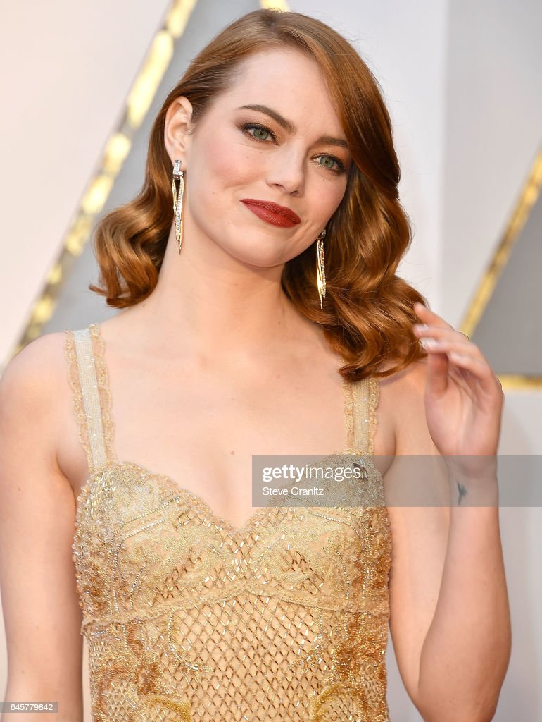 Emma Stone arrives at the 89th Annual Academy Awards at Hollywood & Highland Center on February 26, 2017 in Hollywood, California.