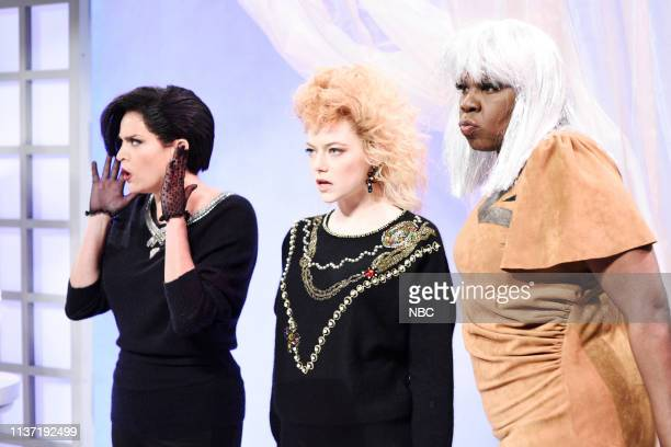 LIVE 'Emma Stone' Episode 1764 Pictured Cecily Strong host Emma Stone and Leslie Jones during the 'Ladies Room' sketch on Saturday April 13 2019