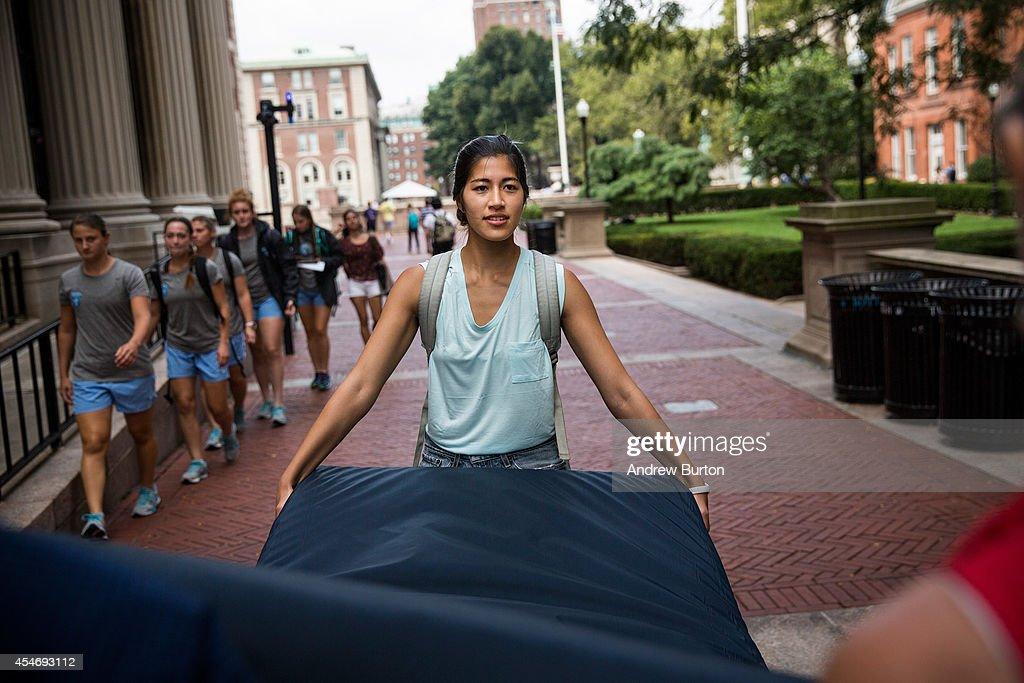 Columbia Student Carries Mattress Around Campus Until Her Alleged Rapist Is Expelled : News Photo