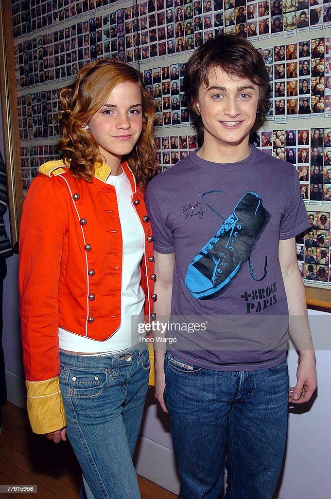 "Daniel Radcliffe and Emma Watson Visit MTV's ""TRL"" - May 24, 2004 : ニュース写真"