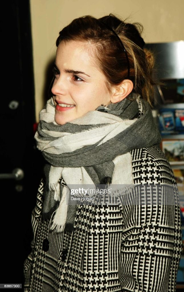 Emma Watson arrives at the UK premiere of Ano Una at Curzon Renoir Cinema on November 29, 2008 in London, England.