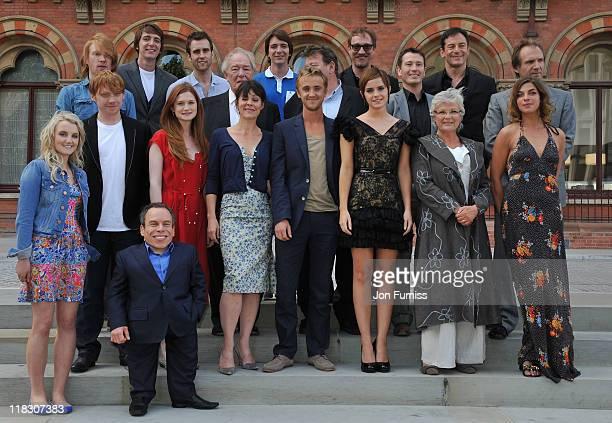 Emma Watson Rupert Grint Ralph Fiennes Robbie Coltrane Warwick Davis Tom Felton Michael Gambon Domnhall Gleeson Jason Isaacs Matt Lewis Evanna Lynch...