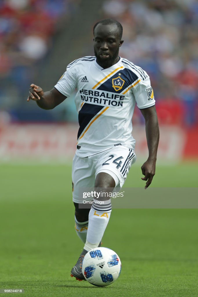Emmanuel Boateng of LA Galaxy drives the ball during the Major Soccer League match between Dallas FC and LA Galaxy at Toyota Stadium on May 12, 2018 in Frisco, Texas.