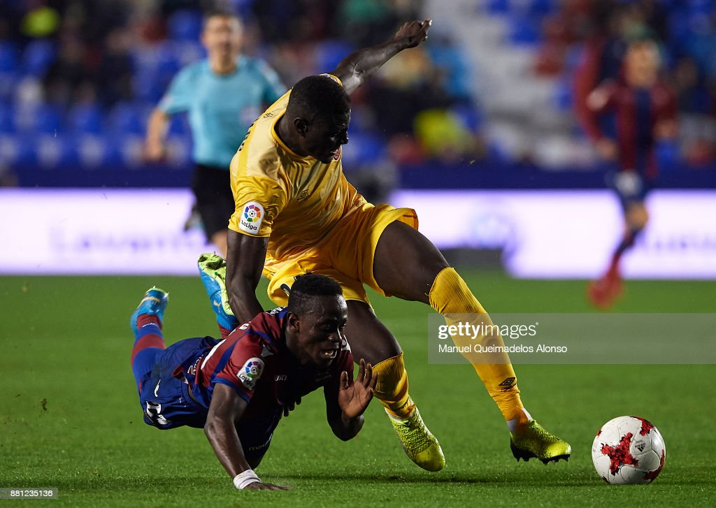 Emmanuel Boateng of Levante competes for the ball with Bambo (R) of Girona during the Copa del Rey, Round of 32, Second Leg match between Levante and Girona at Ciudad de Valencia Stadium on November 28, 2017 in Valencia, Spain.