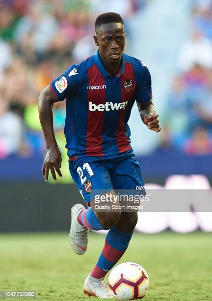 Emmanuel Boateng of Levante runs with the ball during the La Liga match between Levante UD and Deportivo Alaves at Ciutat de Valencia on September 30...