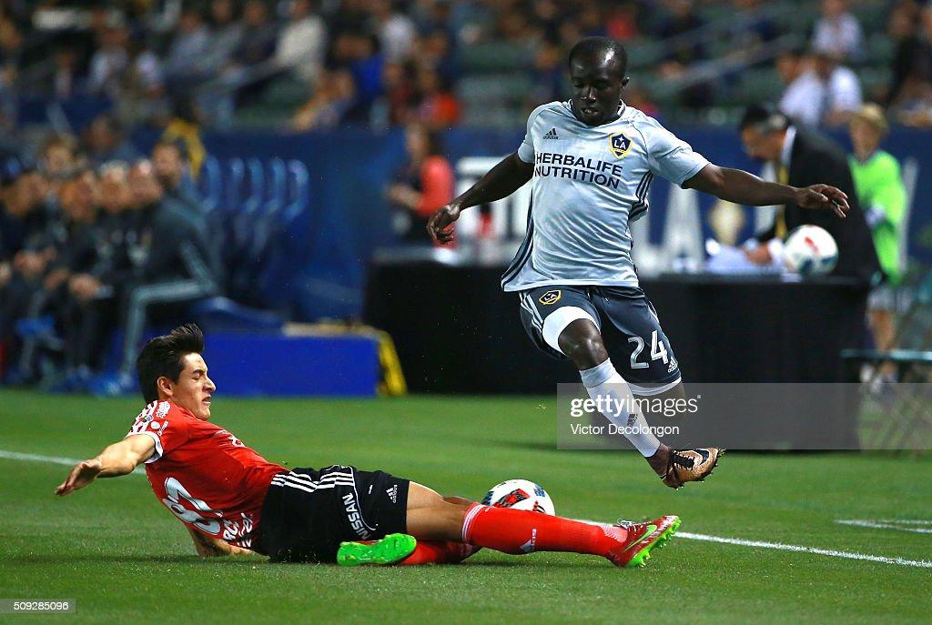 Club Tijuana v Los Angeles Galaxy : News Photo