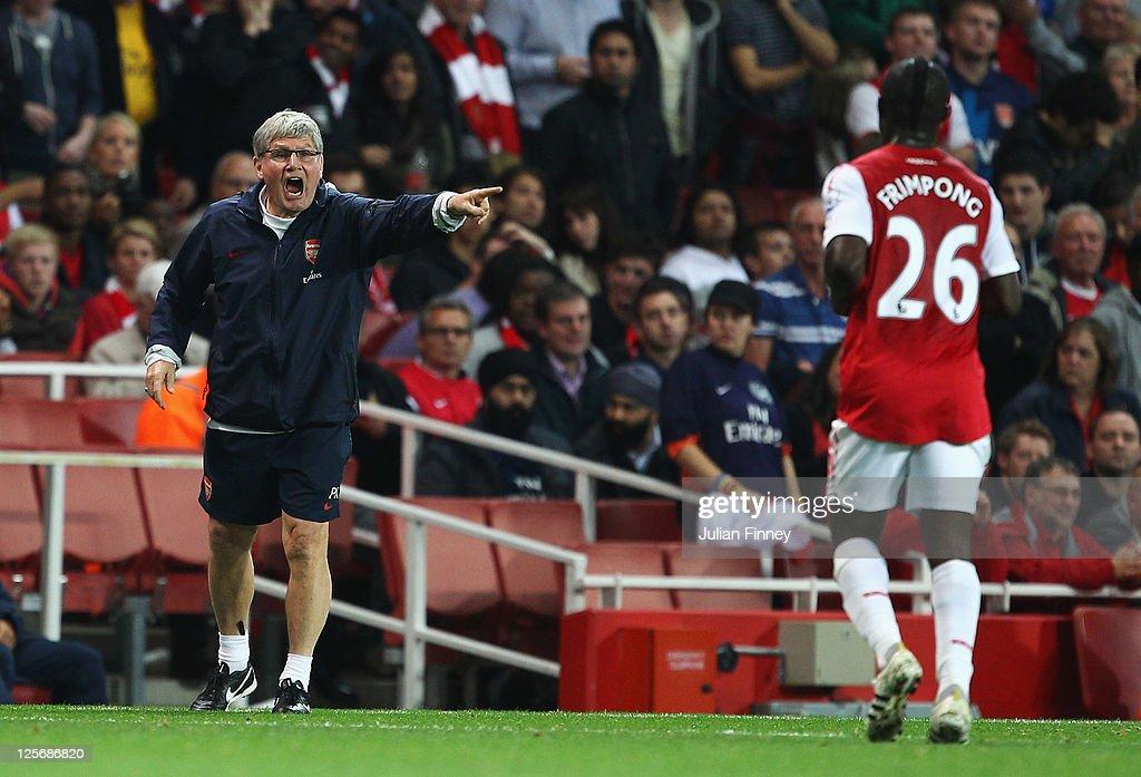 Arsenal v Shrewsbury Town - Carling Cup Third Round : News Photo