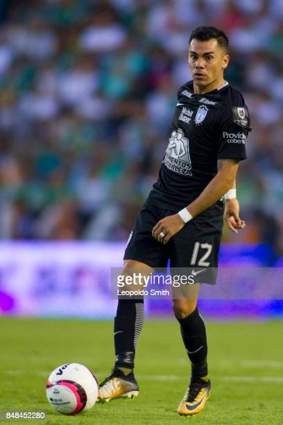 Emmanuel Garcia of Pachuca drives the ball during the 9th round match between Leon and Pachuca as part of the Torneo Apertura 2017 Liga MX at Leon...