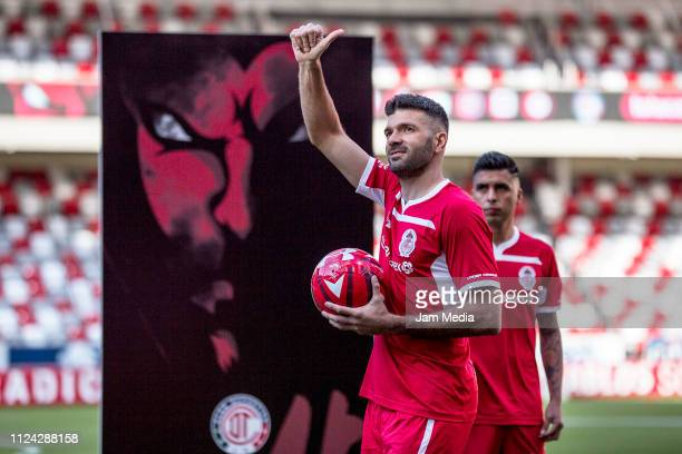 Emmanuel Gigliotti greets the fans as part of Toluca FC's new signings presentation on January 23 2019 in Toluca Mexico