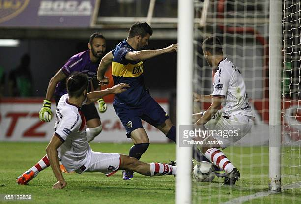 Emmanuel Gigliotti of Boca Juniors scores the opening goal during a first leg match between Boca Juniors and Cerro Porte–o as part of quarter finals...