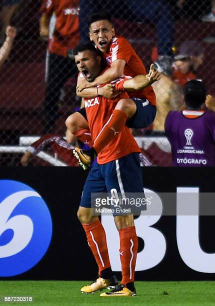 Emmanuel Gigliotti of Indendiente celebrates after scoring the first goal of his team during the first leg of the Copa Sudamericana 2017 final...