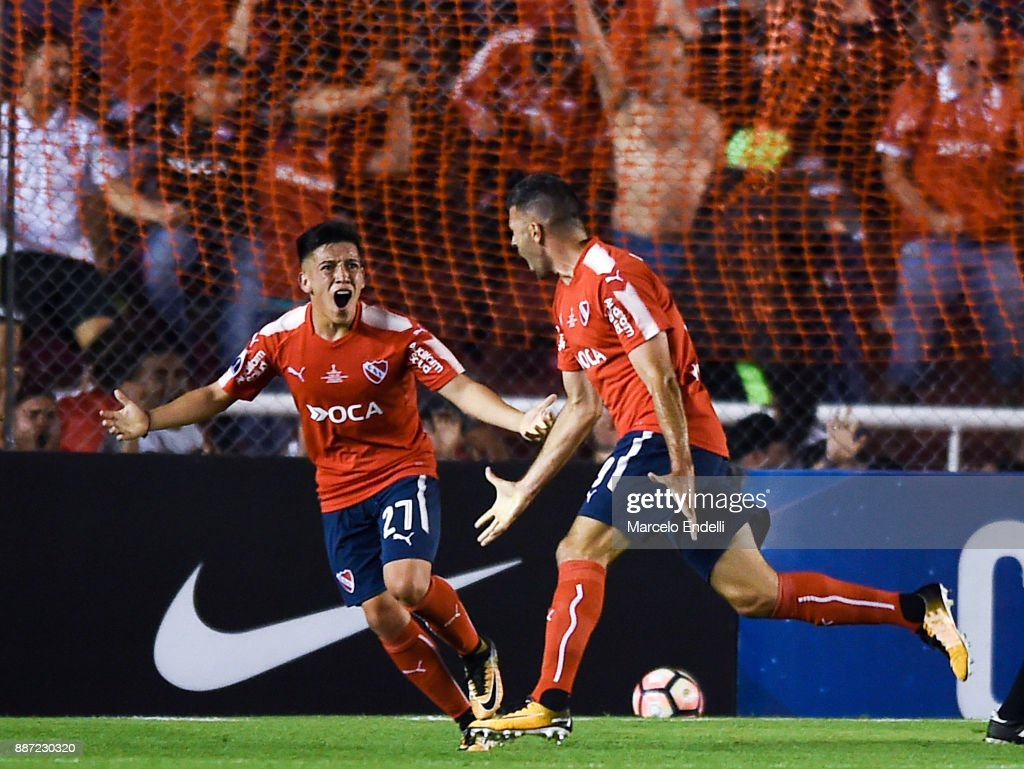 Emmanuel Gigliotti of Indendiente celebrates with teammate Ezequiel Barco after scoring the first goal of his team during the first leg of the Copa Sudamericana 2017 final between Independiente and Flamengo at Estadio Libertadores de America on December 6, 2017 in Avellaneda, Argentina.