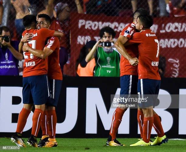 Emmanuel Gigliotti of Indendiente celebrates with teammates after scoring the first goal of his team during the first leg of the Copa Sudamericana...