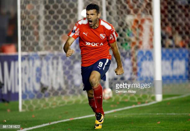Emmanuel Gigliotti of Independiente celebrates after scoring the second goal of his team during a second leg match between Independiente and Libertad...