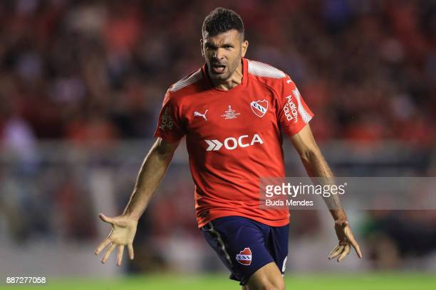 Emmanuel Gigliotti of Independiente celebrates after scoring the first goal of his team during the first leg of the Copa Sudamericana 2017 final...
