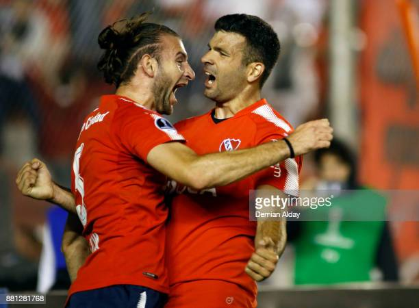 Emmanuel Gigliotti of Independiente celebrates with teammate Gaston Silva after scoring the second goal of his team during a second leg match between...