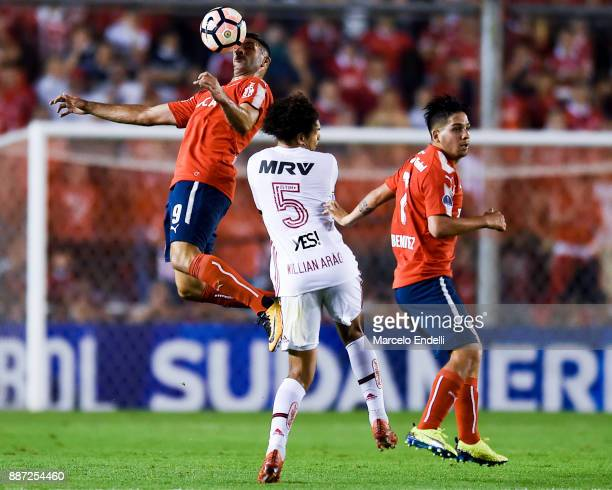 Emmanuel Gigliotti of Independiente fights for ball with Willian Arao of Flamengo during the first leg of the Copa Sudamericana 2017 final between...
