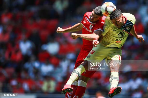 Emmanuel Gigliotti of Toluca struggles for the ball with Bruno Valdez of America during the 15th round match between Toluca and America as part of...