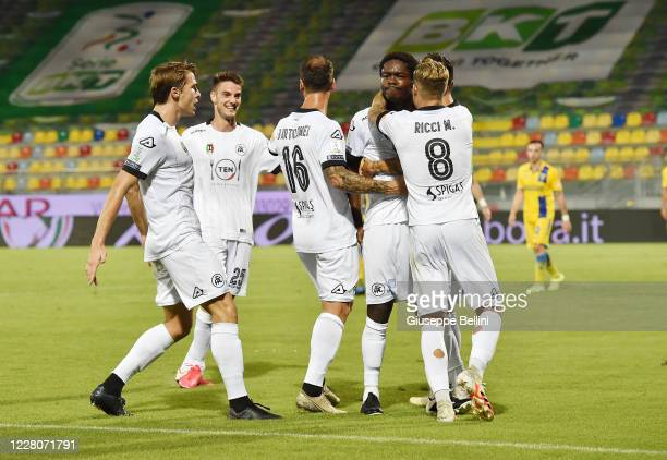 Emmanuel Gyasi of Spezia Calcio celebrates after scoring opening goal during the Serie B Playoff Final first leg match between Frosinone Calcio and...