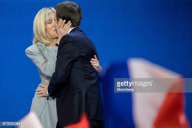 Emmanuel Macron France's independent presidential candidate kisses his wife Brigitte Trogneux arrive to deliver a speech after the first round of the...