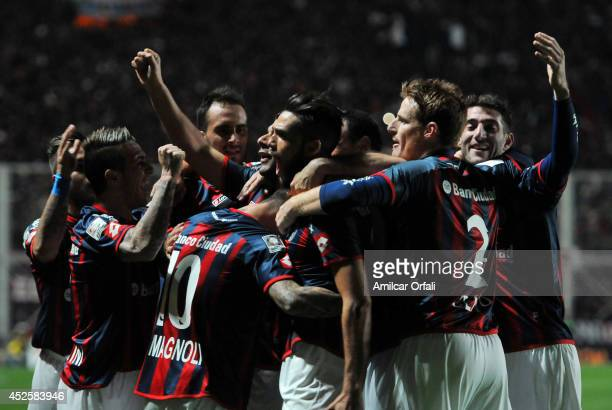 Emmanuel Mas of San Lorenzo celebrates with teammates after scoring during a first leg semifinal match between San Lorenzo and Bolivar as part of...