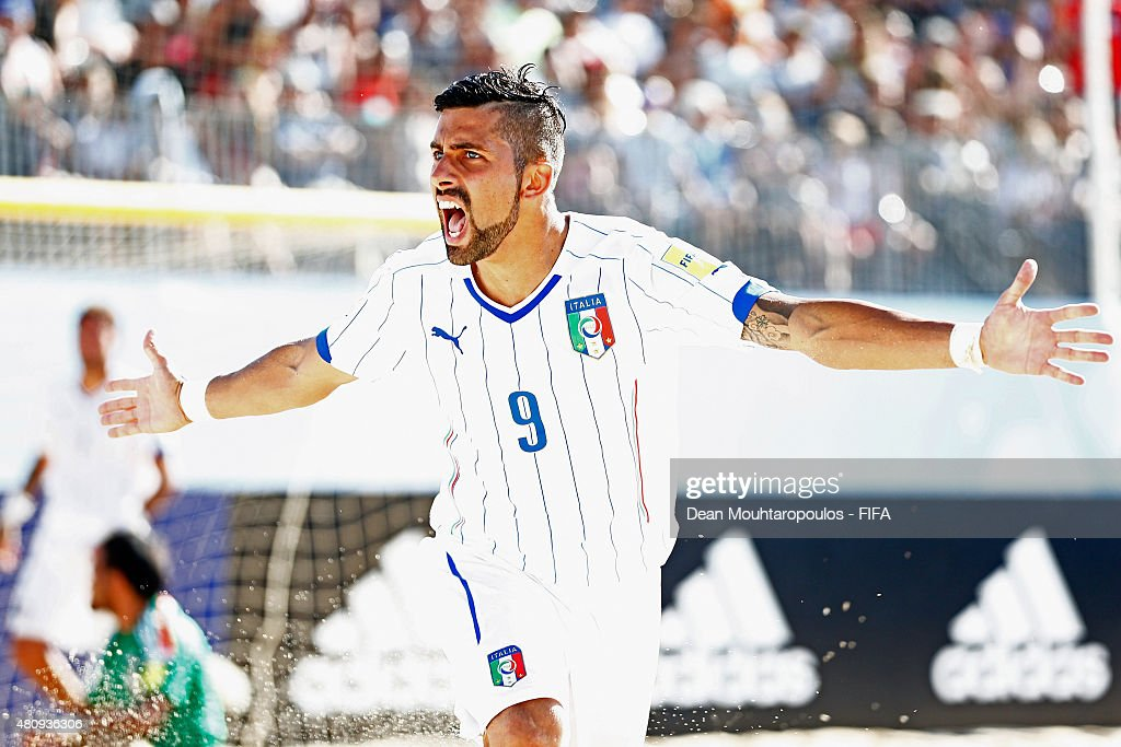 Italy v Japan: Quarter-final - FIFA Beach Soccer World Cup : News Photo