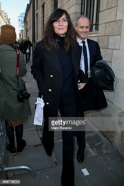 Emmanuelle Alt arrives to attend the Christian Dior Haute Couture Spring Summer 2016 show as part of Paris Fashion Week on January 25 2016 in Paris...