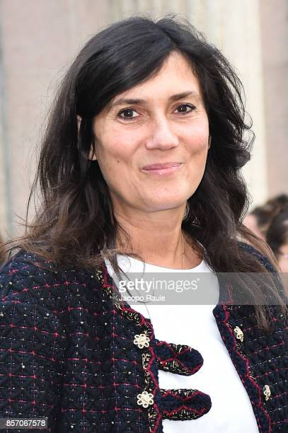 Emmanuelle Alt is seen arriving at Miu Miu show during Paris Fashion Week Womenswear Spring/Summer 2018 on October 3 2017 in Paris France