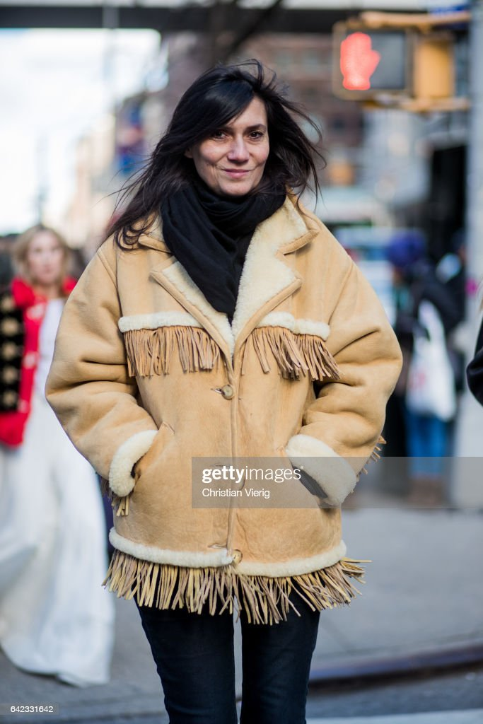 Street Style - New York Fashion Week February 2017 - Day 8 : News Photo