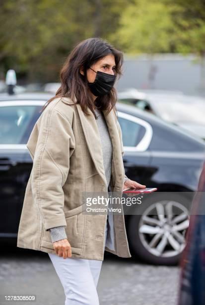 Emmanuelle Alt seen outside Hermes during Paris Fashion Week - Womenswear Spring Summer 2021 : Day Six on October 03, 2020 in Paris, France.