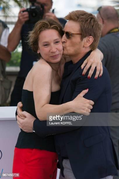 Emmanuelle Bercot et Benoît Magimel lors du photocall du film La tête haute ' pendant le 68eme Festival du Film Annuel au Palais des Festivals le 13...