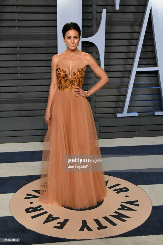 Emmanuelle Chriqui attends the 2018 Vanity Fair Oscar Party hosted by Radhika Jones at Wallis Annenberg Center for the Performing Arts on March 4, 2018 in Beverly Hills, California.
