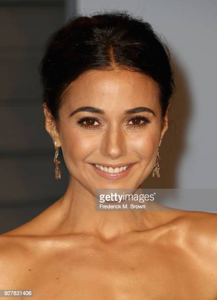 Emmanuelle Chriqui attends the 2018 Vanity Fair Oscar Party hosted by Radhika Jones at Wallis Annenberg Center for the Performing Arts on March 4...