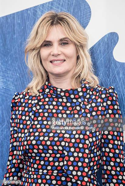 Emmanuelle Seigner attends a photocall for 'Reparer Les Vivants' during the 73rd Venice Film Festival on September 4, 2016 in Venice, Italy.