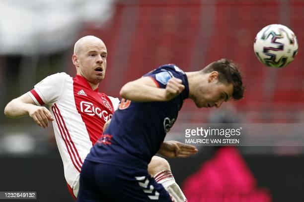 Emmen Dutch midfileder Jari Vlak heads the ball past Ajax's Dutch midfielder Davy Klaassen during the Dutch Eredivisie football match between Ajax...
