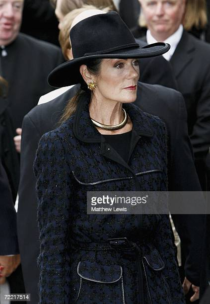 Emmerdale star Lorraine Chase attends the funeral of Paul Hunter in Leeds Parish Church on October 19 2006 in Leeds England The threetime Masters...