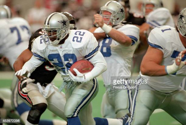 Emmitt Smith of the Dallas Cowboys carries the ball against the Atlanta Falcons October 29 1995 during an NFL football game at the Georgia Dome in...