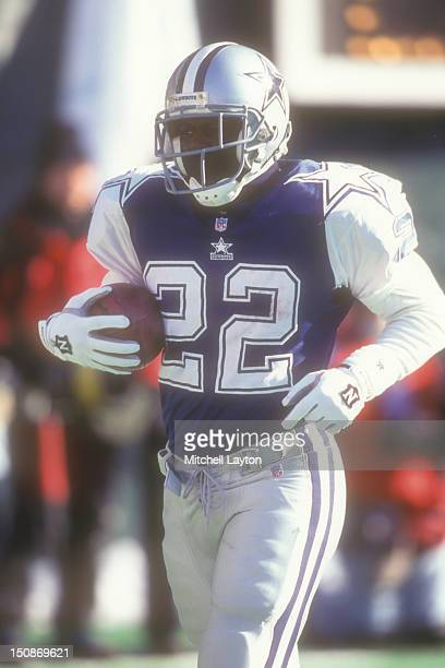 Emmitt Smith of the Dallas Cowboys runs with the ball during football game against the Philadelphia Eagles on December 10 1995 at Veterans Stadium in...