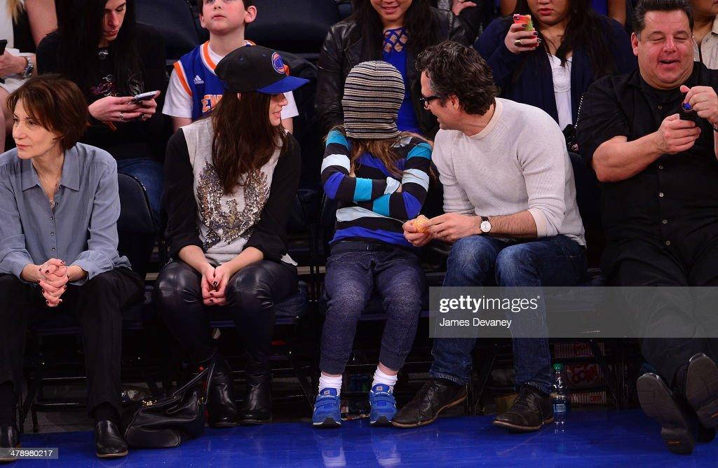 Celebrities Attend The Milwaukee Bucks Vs New York Knicks Game - March 15, 2014 : News Photo