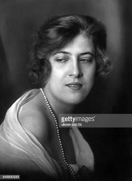 Emmy Sturm*19001977Schauspielerin Sängerin DPorträt mit Perlenkette undatiert vermutlich um 1920veröffentlicht Berliner Illustrirte Zeitung BIZ 9/1924