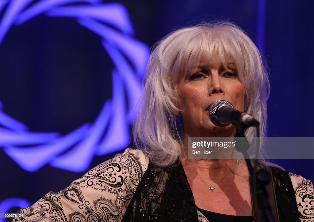 Emmylou Harris performs during 2016 Concordia Summit Awards Dinner at Grand Hyatt New York on September 20, 2016 in New York City.