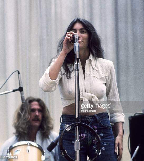 Emmylou Harris performs with the Hot Band at the Greek Theater on August 16, 1975 in Berkeley, California.