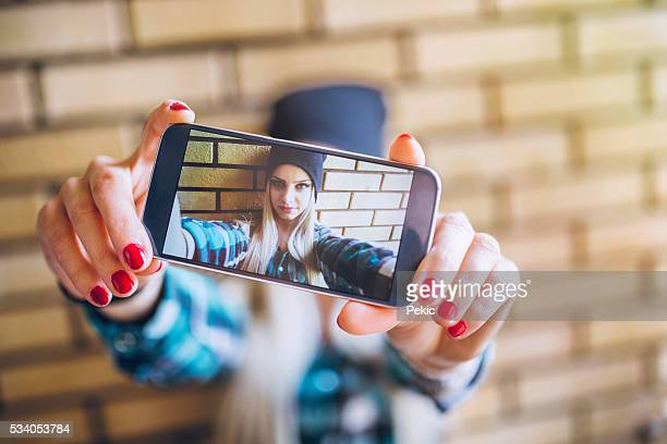emo girl taking selfie against brick wall - emo stock pictures, royalty-free photos & images