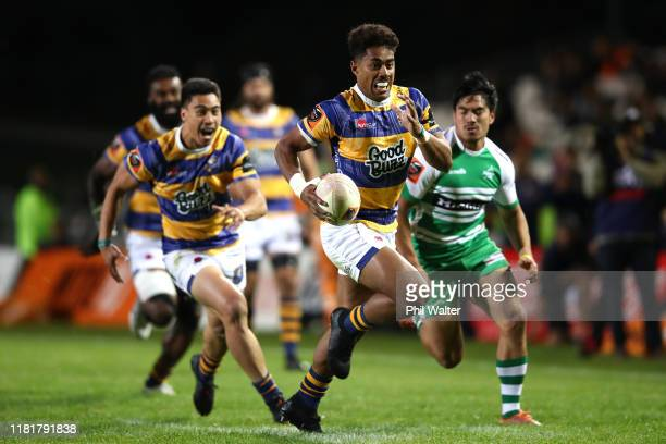Emoni Narawa of Bay of Plenty runs in to score a try during the Mitre 10 Cup Championship Semi Finals match between Bay of Plenty and Manawatu at...