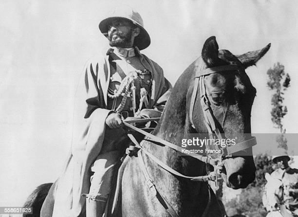 Empereur d'Ethiopie Haile Selassie qui a fui avec sa famille a Djibouti est photographie sur son cheval durant une recente inspection des troupes en...