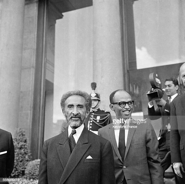 L'Empereur Hailé Sélassié à sa sortie du Palais de l'Elysée à Paris France le 8 mai 1967
