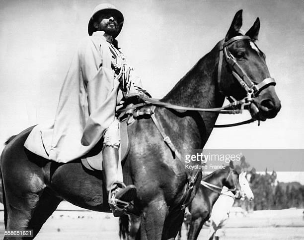 Empereur Haile Selassie passe en revue les troupes apres la ceremonie de prestation de serment circa 1930 a AddisAbeba Ethiopie