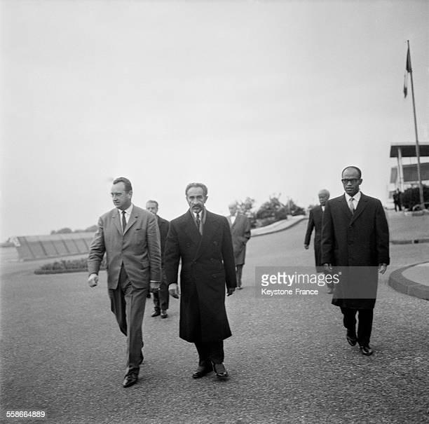 L'empereur Haïlé Sélassié Ier à laérodrome de Nice France le 28 octobre 1965