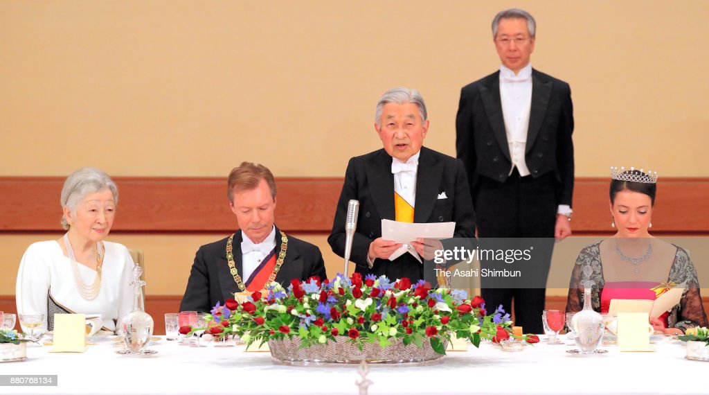 Emperor Akihito addresses while Grand Duke Henri of Luxembourg, his daughter Princess Alexandra of Luxembourg and Empress Michiko listen during the state dinner at the Imperial Palace on November 27, 2017 in Tokyo, Japan.