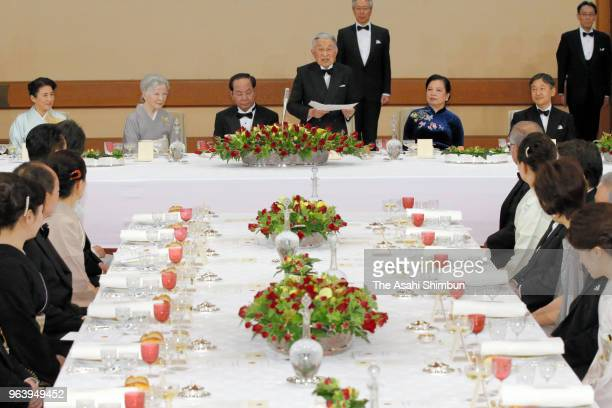 Emperor Akihito addresses while Vietnamese President Tran Dai Quang listens during the State Dinner at the Imperial Palace on May 30 2018 in Tokyo...